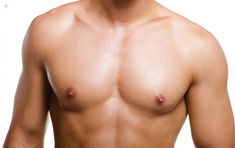 superbe pectoraux de mecs sans gynecomastie