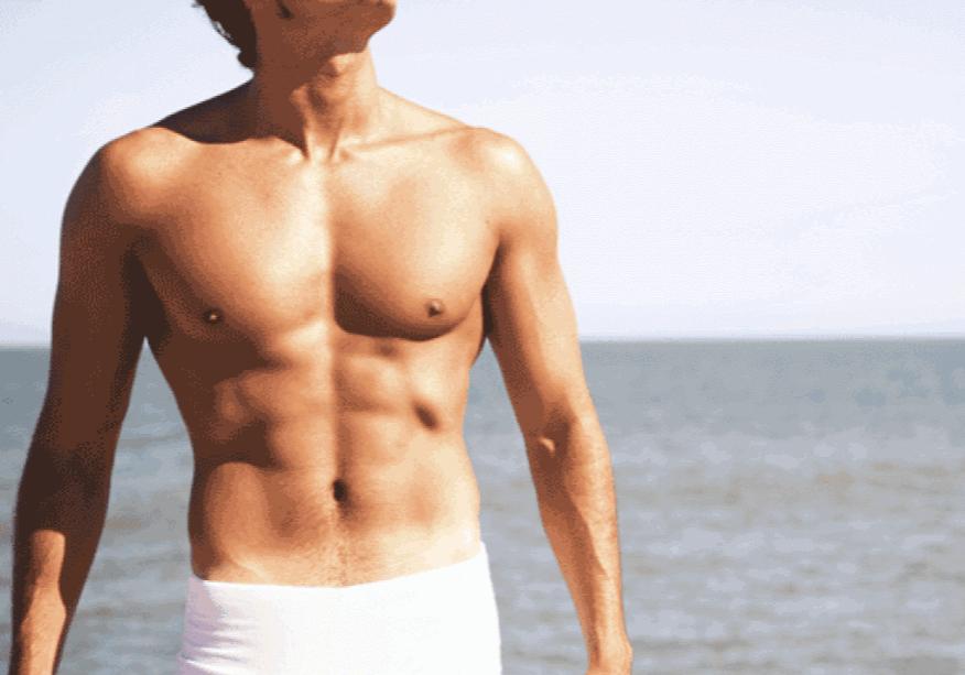 gynecomastie a la plage